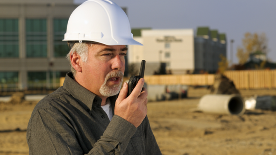 5 reasons the old two-way radio is better than a smartphone for jobsite communication